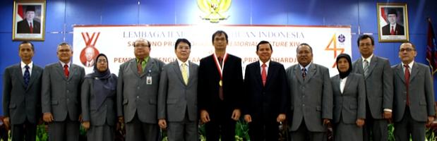 Sri Widiyantoro Terima Sarwono Award dari LIPI