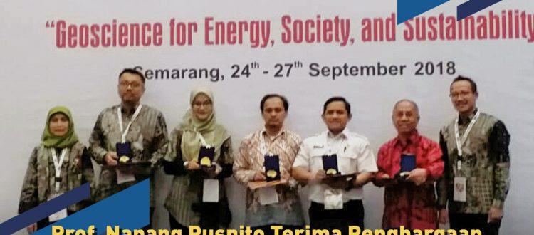 Prof. Nanang Puspito Terima Penghargaan Lifetime Achievement Award dari HAGI