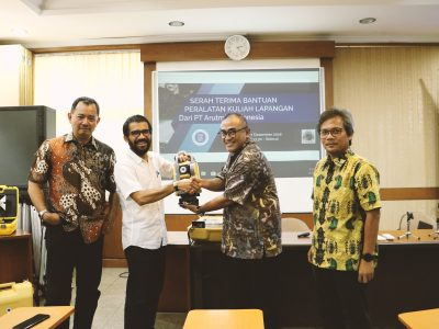Serah Terima Bantuan Peralatan Kuliah Lapangan dan Kuliah Umum PT Arutmin Indonesia