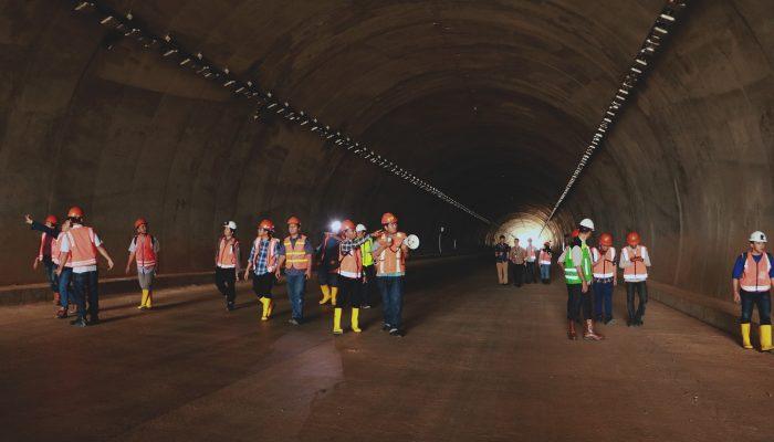 Mahasiswa S2 Teknik Pertambangan slenggarakan ekskursi ke terowongan tol Cisumdawu